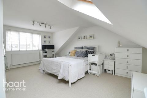 3 bedroom apartment for sale - James Lane, Leyton