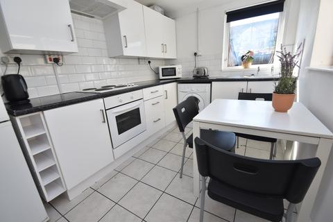 3 bedroom house to rent - Inverness Place, Roath, Cardiff