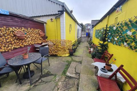 House share to rent - Castle Lane West, Bournemouth