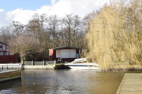 1 bedroom property with land for sale - Horning