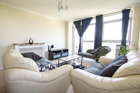 2 bedroom flat for sale - SHARE OF FREEHOLD!!! AMBERLEY COURT - STUNNING VIEWS OVER BOURNEMOUTH! OFF RD PARKING- CENTRAL LOCATION!