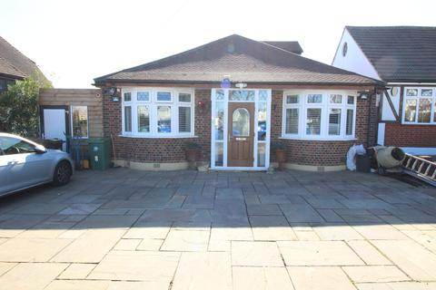 4 bedroom detached bungalow for sale - Charminster Road, Worcester Park KT4