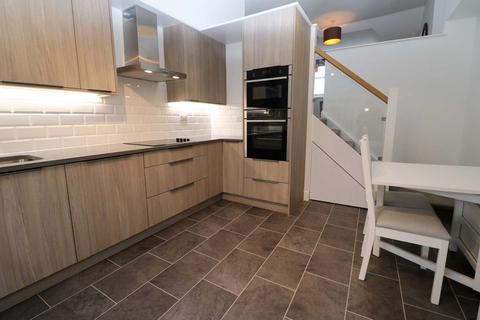 2 bedroom flat to rent - Aubrey Road, London