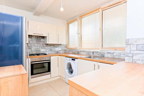 3 bedroom flat to rent - Russett Way, Lewisham, SE13
