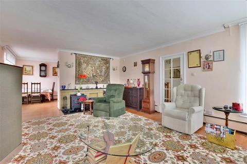 4 bedroom bungalow for sale - Cloth Hall Gardens, Biddenden, Ashford, Kent