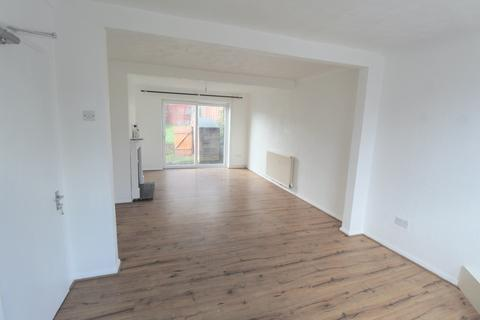 3 bedroom terraced house to rent - Ashbourne Road, Romford, Essex, RM3