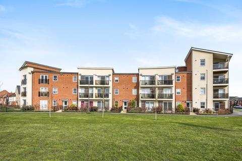 2 bedroom flat for sale - Pondercroft,  Aylesbury,  HP18