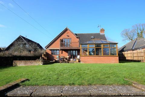 4 bedroom detached house for sale - Saxon Lodge, Church Lane, Baylam
