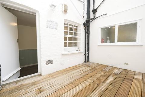 Studio to rent - Pembridge Road, Notting Hill, London