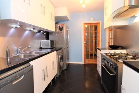 4 bedroom house to rent - Firs Park Gardens, London