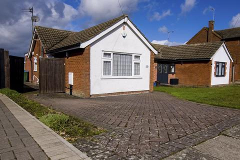 2 bedroom semi-detached bungalow for sale - Rothesay Close, Aylesbury