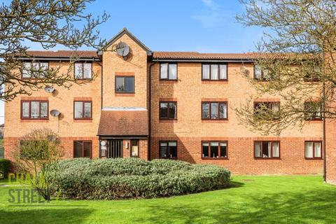 1 bedroom apartment for sale - Latimer Drive, Hornchurch, RM12