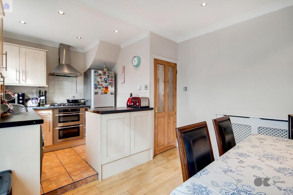 4 Kitchen Dining Room 1.jpg