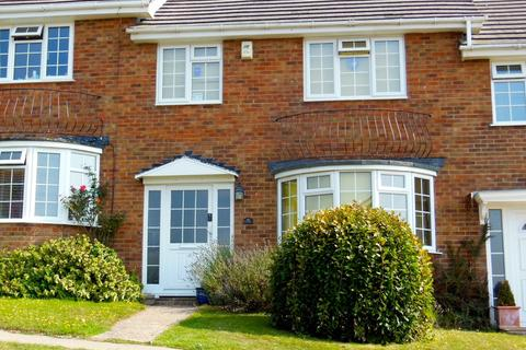 3 bedroom terraced house to rent - Links Drive, Bexhill-on-Sea, TN40