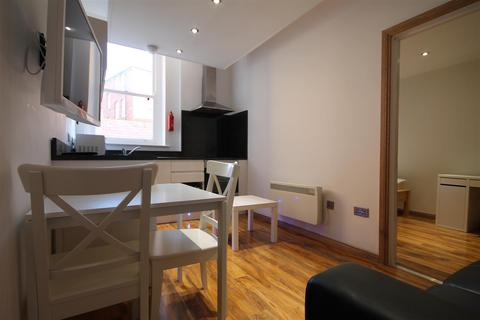 3 bedroom apartment to rent - Falconars Court, City Centre