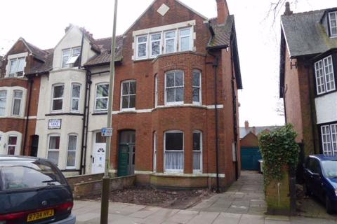 Studio to rent - 22 Westcotes Drive, Leicester