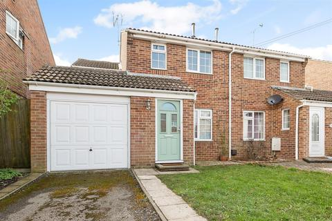 3 bedroom end of terrace house for sale - Buckingham Drive, Chichester