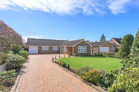 4 bedroom detached bungalow for sale - Positioned upon a Large Plot on Barrowby Road, Grantham