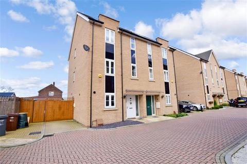 4 bedroom semi-detached house for sale - Dorrington Close, Barking, Essex