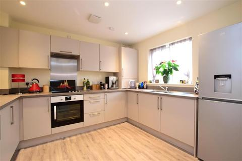3 bedroom end of terrace house for sale - Massey Close, Thakeham, West Sussex