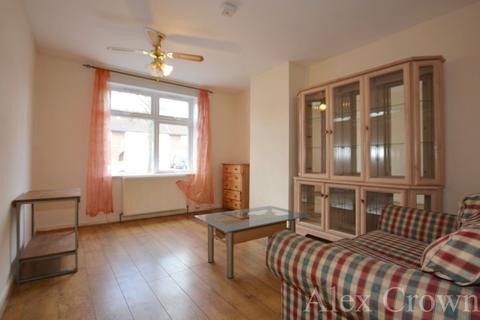 4 bedroom semi-detached house to rent - Heathway Road, Dagenham