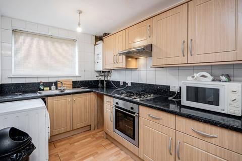 3 bedroom flat for sale - HIgh Road, London, N11