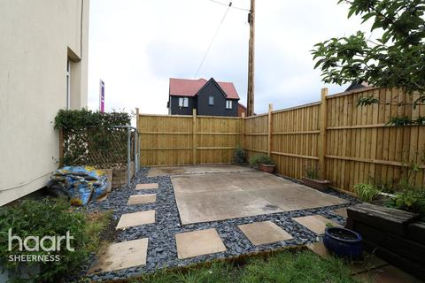 5 bedroom end of terrace house for sale - Alsager Avenue, Queenborough