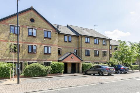 2 bedroom apartment to rent - Riverside Close, London, E5