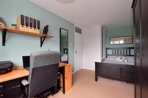 2 bedroom apartment for sale - Longwood Gardens, Ilford, Essex