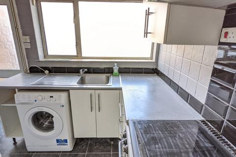 2 bedroom house to rent - Denbigh Close, Southall, UB1