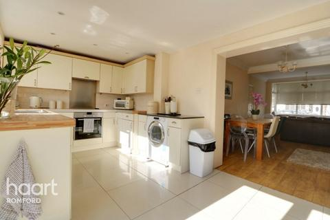 3 bedroom terraced house for sale - Goldsmith Avenue, Romford