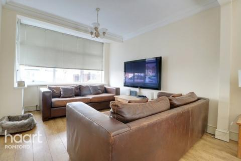 3 bedroom terraced house for sale - Goldsmith Avenue, Romford