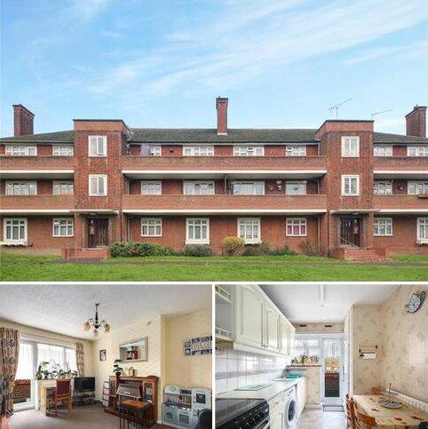 2 bedroom flat to rent - Althorne Gardens, London, E18