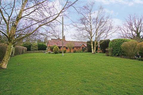 2 bedroom barn conversion for sale - Weatheroak Hill, Alvechurch, B48 7EA
