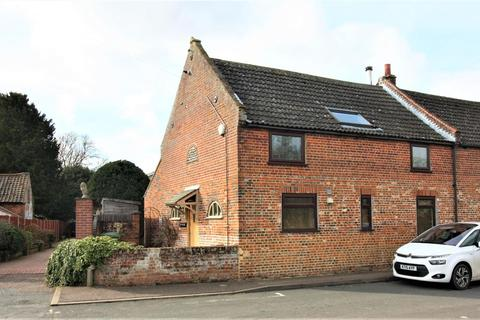 3 bedroom terraced house for sale - The End Barn, Vicarage Road, Lingwood, Norwich