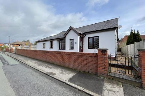2 bedroom detached bungalow for sale - School Lane, Longton