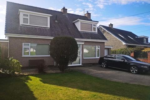 4 bedroom detached bungalow for sale - Llanrug, Gwynedd