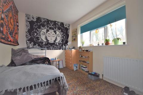 4 bedroom end of terrace house to rent - Greville Close, Guildford