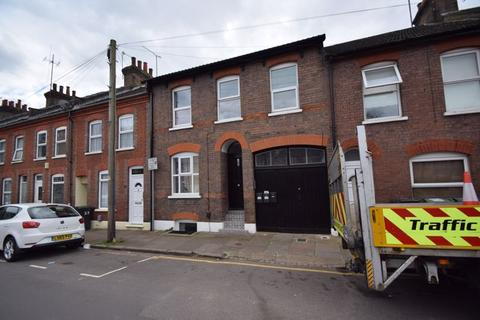 6 bedroom block of apartments for sale - Jubilee Street, Luton