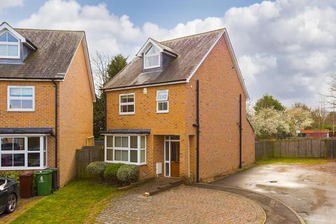 4 bedroom detached house for sale - Holland Close, Epsom