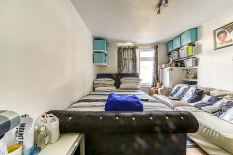 Studio for sale - Brook Road, Thornton Heath, CR7