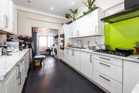 6 bedroom terraced house for sale - Kilmartin Avenue, London, SW16