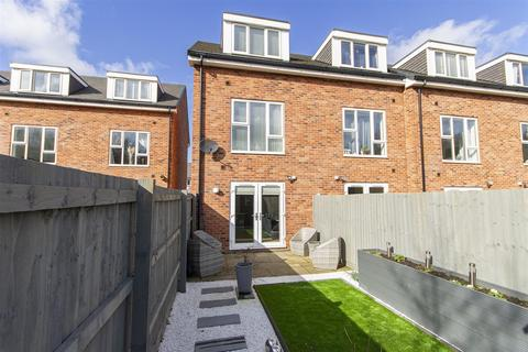 3 bedroom townhouse for sale - Staveley Road, Poolsbrook, Chesterfield