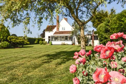 3 bedroom detached house for sale - Court Barn Lane, Birdham, Chichester