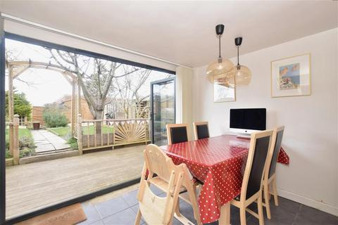 3 bedroom terraced house for sale - High Street, Selsey, Chichester, West Sussex