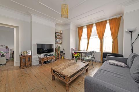 1 bedroom apartment to rent - Cecil Mansions, SW17
