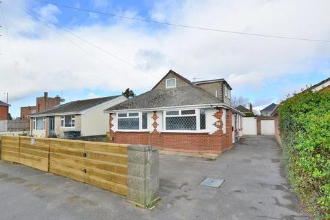 4 bedroom chalet for sale - Bramley Road, Bournemouth, BH10 5LU