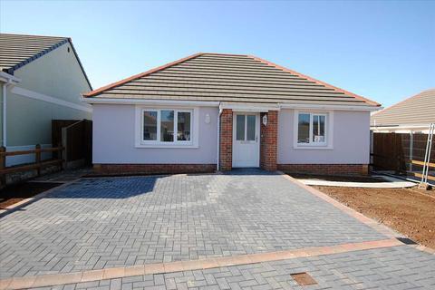 2 bedroom detached bungalow for sale - 68 Gibbas Way