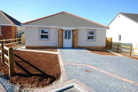 2 bedroom detached bungalow for sale - 72 Gibbas Way