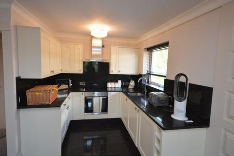 2 bedroom apartment to rent - Warwick Close, Hornchurch